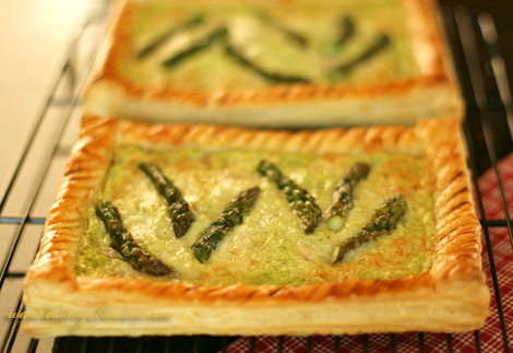 Asparagus-ricotta tart with Comté cheese