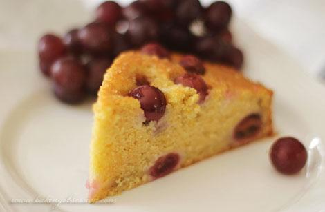 Torta al Vino with Grapes Slice